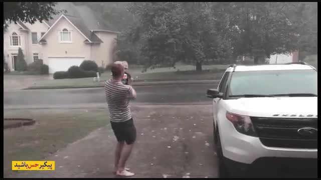بچه ای که برای اولین بار بارون رو میبینه!!!!