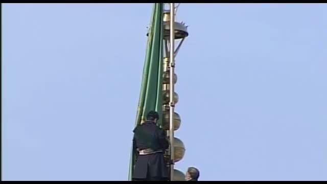 تعویض پرچم حرم امام رضا(علیه السلام)