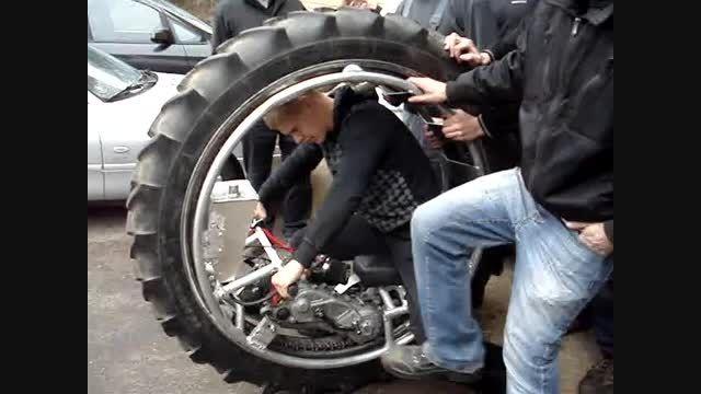 لاجکس تک - آزمایش اولین مونوویل ( موتور تک چرخ )
