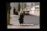 صحنه تصادف یك زن با مینی بوس