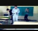 تکنو پشت سر معلم در کلاس