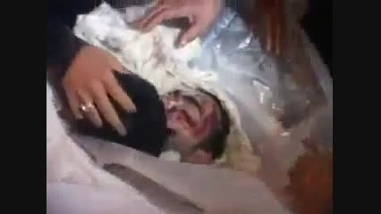 لحظه وداع خانواده شهید مدافع حرم با پیکر مطهر شهید
