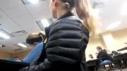چرت زدن دختر دانشجو در کلاس درس....