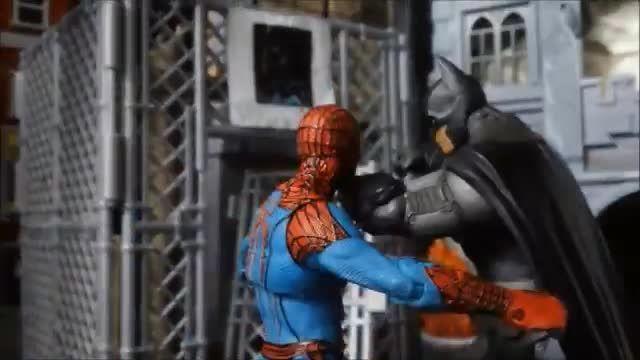 جنگ اسباب بازی مرد عنکبوتی با بتمن