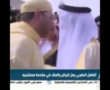 تصاویری از سیلی خوردن خبرنگار در ملاقات دو پادشاه!!!
