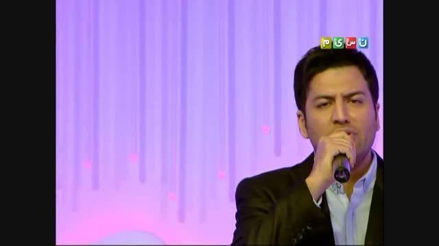 """اجرای زنده آهنگ""""رویا"""" توسط پویا بیاتی"""