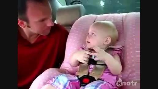 هر کی فهمید این بچه چی میگه,جایزه داره...آخر خنده...!