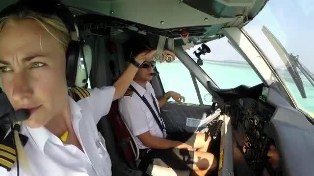 تیک آف بانوی خلبان از باند آبی