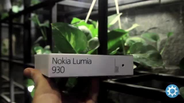 ویدیو آنباکس لومیا 930 با طلا 24 عیار