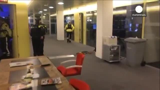 فیلم ضبط شده از ورود یک جوان مسلح به استودیوی تلویزیون