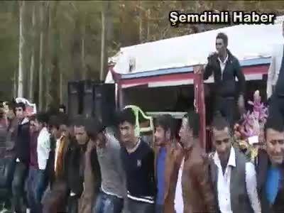 اهنگ شاد کردی با رقص کردی(کردستان ترکیه )تا اخرش ببینید