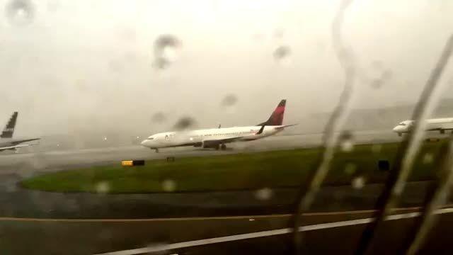 برخورد یک ساعقه بزرگ به هواپیمای خطوط هوایی آتلانتا