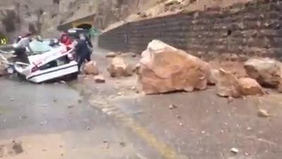 ریزش کوه جاده چالوس