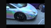 لامبورگینی رنگ ماشین رو به رخ میکشن