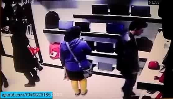 سرقت حرفه ای لپ تاپ در فروشگاه لپ تاپ فروشی.