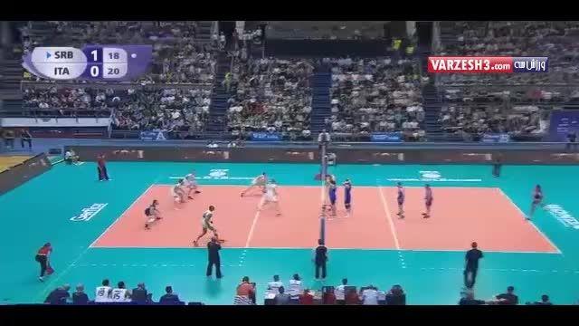 دفاع زیبای توپ با پا در والیبال صربستان و ایتالیا