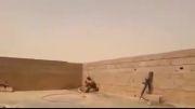 تلاش سربازان ارتش عراق برای پیدا کردن تک تیرانداز داعش