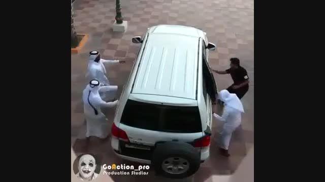 چندنفر سواراین ماشین میشوند
