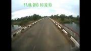 تصادف کامیون با یه گله گوسفند... بیچاره ها..