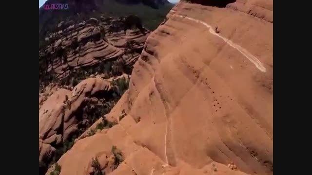 دوچرخه سواری سرگیجه آور بر فراز صخره+فیلم