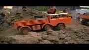 حرکت کامیون کنترلی در تپه های خاکی