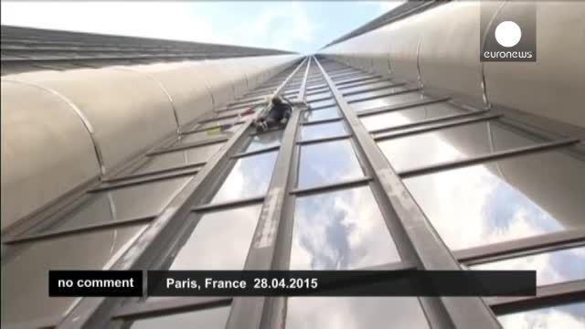 بالارفتن مرد عنکبوتی فرانسه از آسمانخراش برای نپال