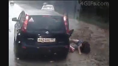 تصادف این مرد  با یک ماشین این معجزه ی خدا است