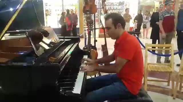 اجرای آهنگ جان مریم و قسمتی از آهنگ فریاد با پیانو