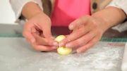 تزیین کیک با خمیر فوندانت ( درست کردن اردک طلایی )