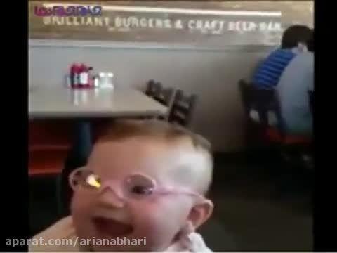 واکنش بچه کوچولو پس از عینک زدن