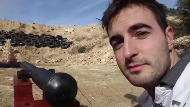 شلیک توپ به صورت اسلوموشن