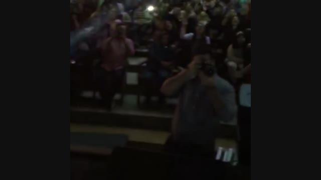 فرزاد فرزین در یکی از کنسرتهایش