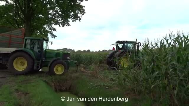 Harvesting mais in extreme mud