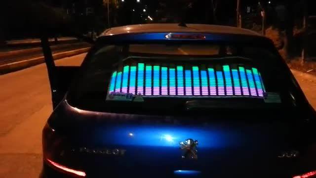 اکولایزر صوتی زیبای پشت شیشه ماشین