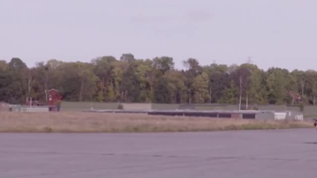 پرش خطرناک از روی دو موتورسوار