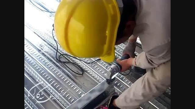 نحوه برش ورق عرشه فولادی در محل پروژه با قیچی ورق بر