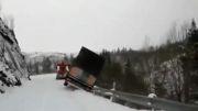 سقوط کامیون در دره مثله آب خوردن