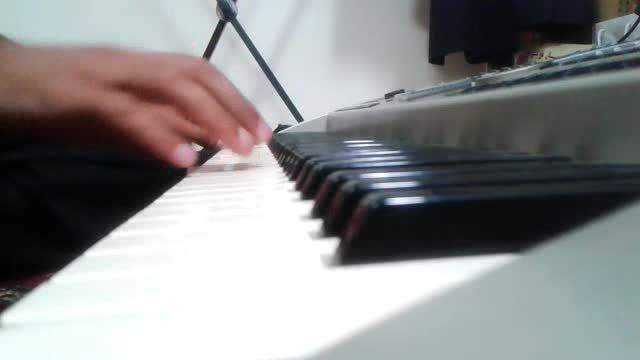 نواختن آهنگ قدیمی تکه سنگ از عباس قادری با ارگ (کیبورد)