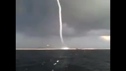 گردباد دریایی در خلیج فارس-ساحل کلاهی میناب