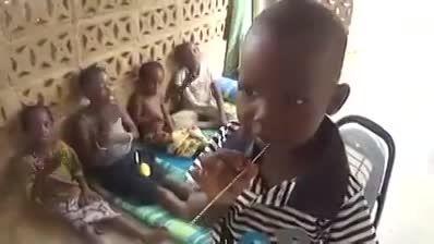 سینه زنی چند کودک آفریقایی برای حضرت سیدالشهدا