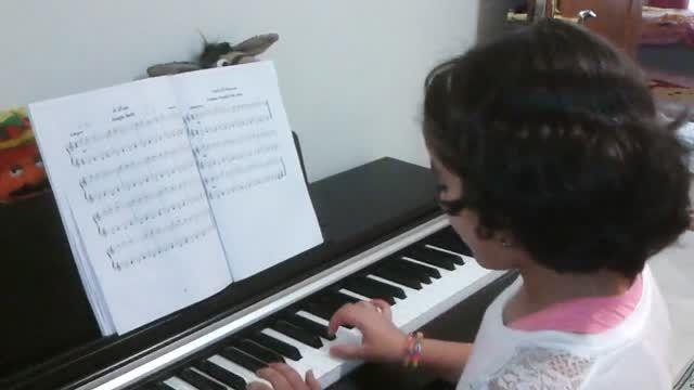 سوسو ستارگان کوچک نوازندگی پیانو توسط مژده آقادادشی
