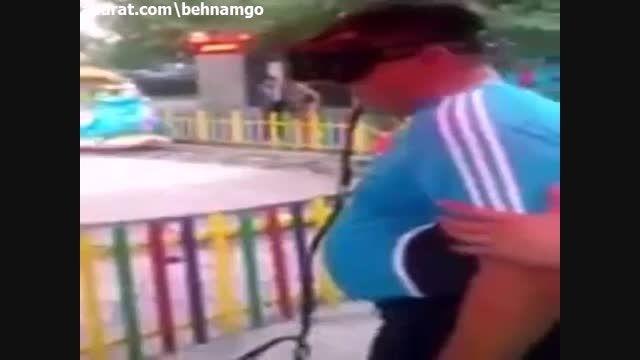 حادثه دلخراش برای دختر بچه در شهربازی..!