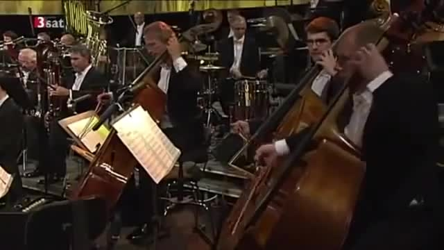 اجرای زنده و زیبا از موسیقی متن گلادیاتور اثر هانس زیمر