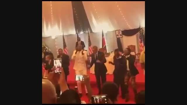اوباما در زادگاه پدر آفریقایی رقصید
