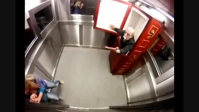 دوربین مخفی در آسانسور