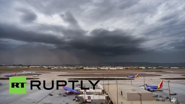 تایم لپس فرودگاه فونیکس آمریکا تا زمان رسیدن طوفان
