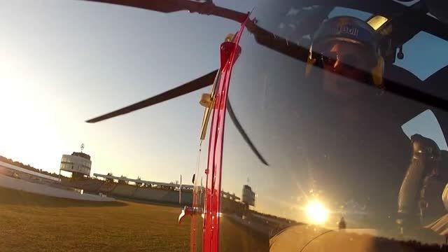 پرواز جذاب هلیکوپتر همراه با مانورهای دیدنی