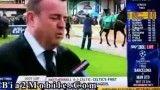 جفت پا رفتن اسب تو صورت خبرنگار