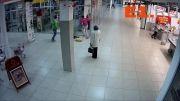 درگیری در مرکز خرید