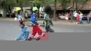 خلاقیت جالب یک رقاص خیابانی